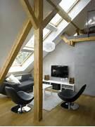 Medium Attic Living Room Design Dachschraege Fenster Lang Wohnzimmer Einrichtung Holzbalken Modern