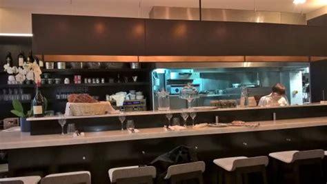 restaurant cuisine ouverte grand comptoir avec cuisine ouverte picture of le mazenay tripadvisor