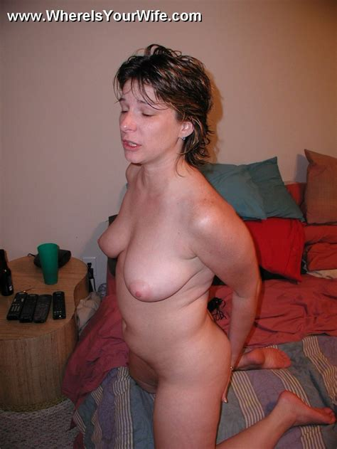 Sexy amateur plumper wife posing all naked - XXX Dessert - Picture 9