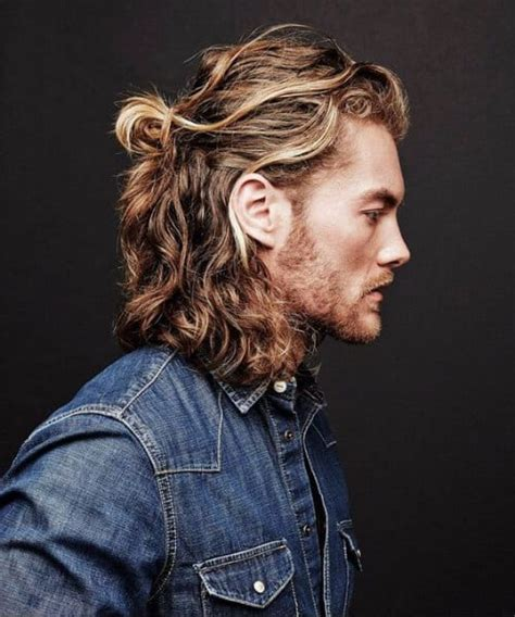 45 suave hairstyles for men with wavy hair to try out
