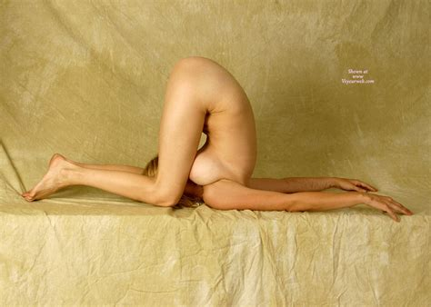 Nude Contortionist November 2008 Voyeur Web Hall Of Fame