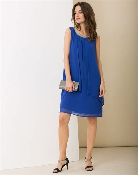 pochette mariage robe bleu marine robe bleu roi avec quoi la porter tendances de mode