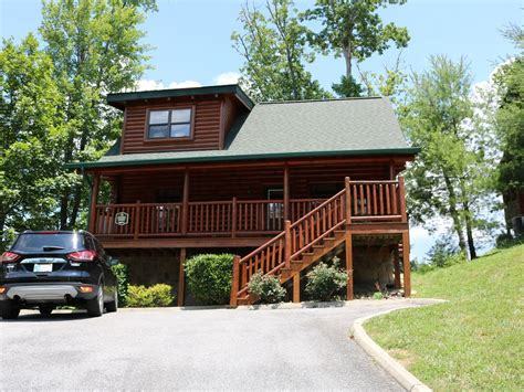 pet friendly cabins in pigeon forge tn two bedroom two bathroom cabin pigeon forge pet