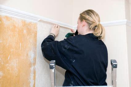 Eine Wand Tapezieren by Wand Tapezieren Tipps Hinweise Zu Malerarbeiten
