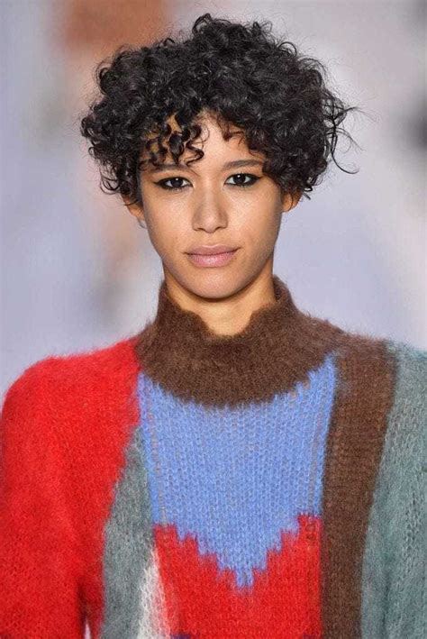 Black Hairstyles With Curls by Black Hairstyles With Bangs 16 Styles That Will Make You