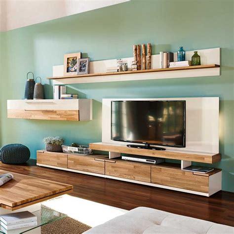 wohnwand mit verstecktem fernseher tolle wohnwand f 252 r das wohnzimmer in hochglanz wei 223 kombiniert mit eiche massivholz zeitlos