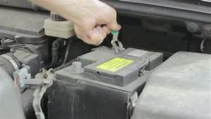 Comment Insonoriser Une Voiture : comment remplacer une batterie de voiture auto moto velo quotidien pratique ~ Medecine-chirurgie-esthetiques.com Avis de Voitures