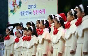Christmas tree lights up central Seoul : Korea.net : The ...