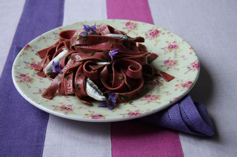 fiori di borragine ricette pasta con alici e fiori di borragine