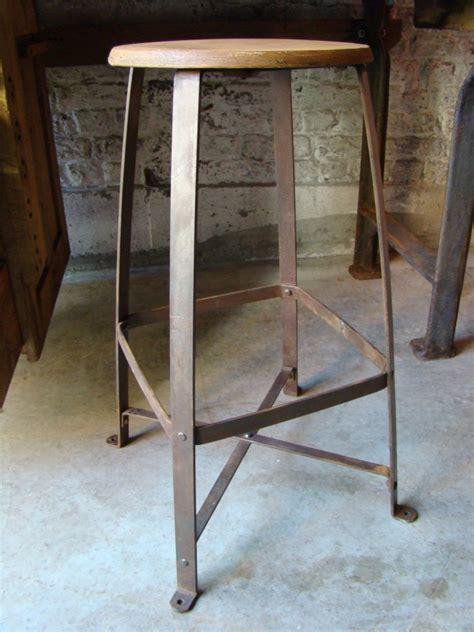 ancien tabouret d atelier bienaise artsenick
