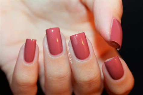 ⑳⑮ All Tied Up By Essie // Marsala