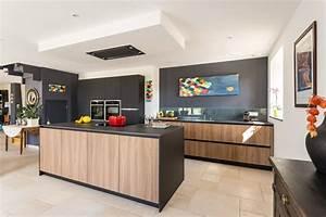 cuisine noir bois et inox wrastecom With meuble bar pour cuisine ouverte 7 cuisine noire et bois un espace moderne et intrigant