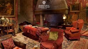 The Gryffindor common room set in 360 degrees Warner