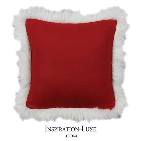 coussin haut de gamme en laine rouge  fausse fourrure