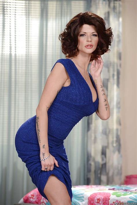 Tall And Tattooed Mother Joslyn James Posing Enormously