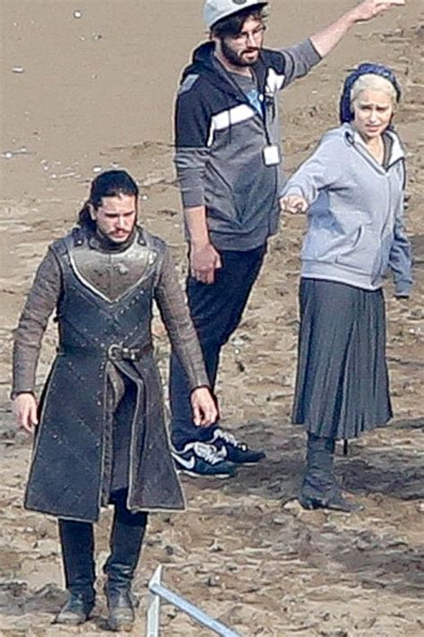 emilia clarke kit harington  peter dinklage  set
