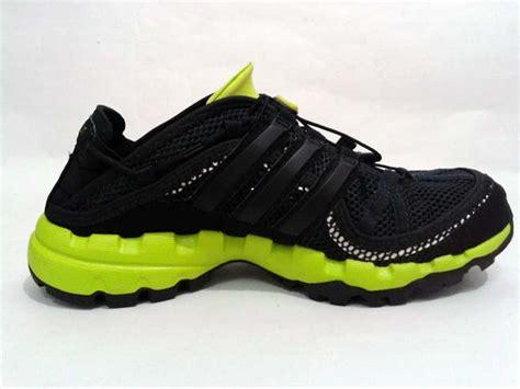 Adidas Outdoor Sepatu