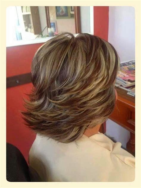 mechas beige fondo rubio oscuro color en tu cabello