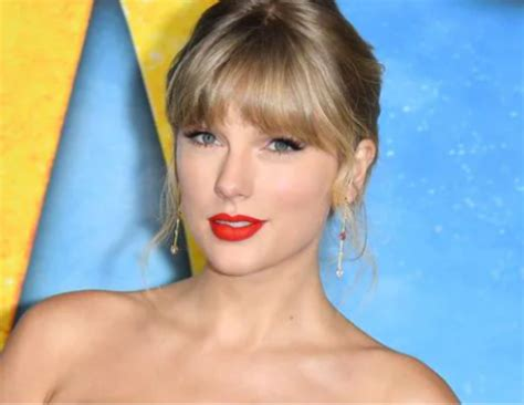 Taylor drops surprise track for 'Swiftmas'
