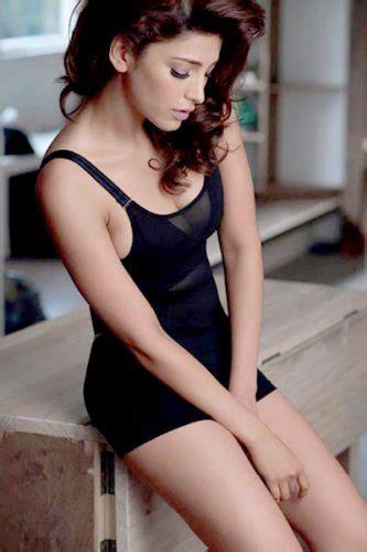Shruti Looks Simply Seductive In This Sleek Black Dress