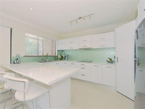 white kitchen with green glass splashback glass splashbacks australia glass brisbane pty ltd glass 2105