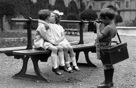 kiss kissing   park bench