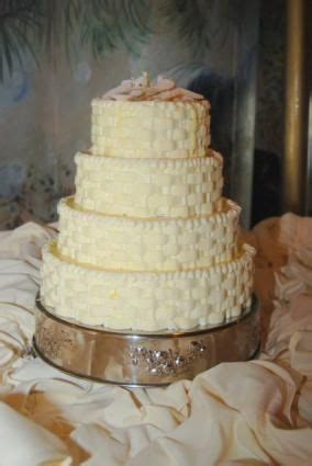 Wedding Cakes from Walmart LoveToKnow Walmart wedding