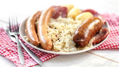 recettes cuisine alsacienne traditionnelle recette la choucroute garnie à l alsacienne dite à la strasbourgeoise