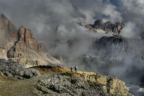 hiking   dolomites  rifugio nuvolau cortina