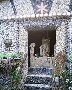 Photo : Croix Rousse Jardin Rosa Mir Mercader, chapelle