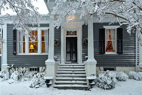 snow at christmastime edenton carolina photo by