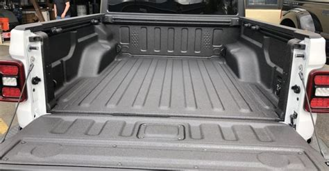 results  gladiator treated    spray bedliner  jeep gladiator jt news