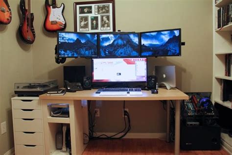 multi monitor gaming desk compared with using a single monitor this multi monitor
