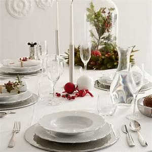 Une décoration de table de Noël épurée Table de Noël