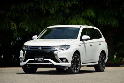 Reviews Of Mitsubishi Outlander by 2016 Mitsubishi Outlander Phev Review Photos Caradvice
