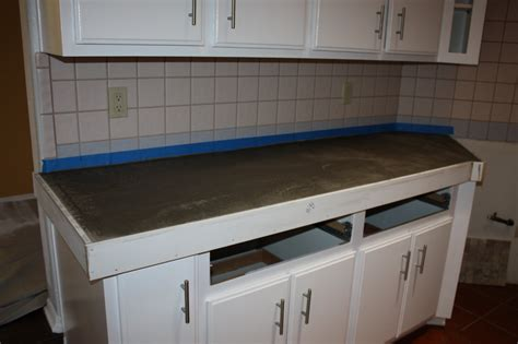 Remodeling Countertops - remodelaholic install of concrete countertops