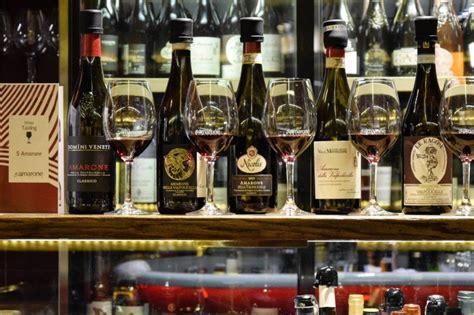 vineria allamarone  wine bar  venice italy  rialto