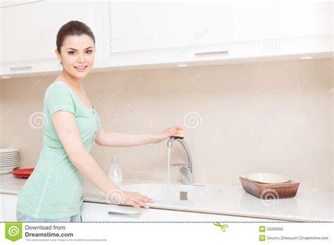 femme a la cuisine le journal de la femme cuisine 28 images robinet de