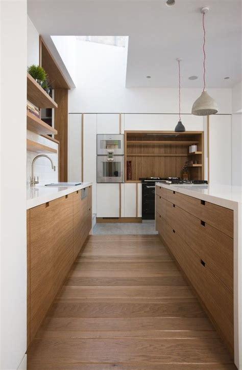 revetement sol cuisine la cuisine bois brut adopte un look design moderne
