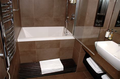 Tubs And Showers For Small Bathrooms by Soaking Tubs For Small Bathrooms With Modern Small Square