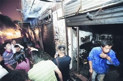 长沙连排商铺起火 火因为施工挖断燃气管(图)-搜狐新闻