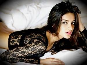 Nidhhi Agerwal Hot & Sexy Munna Michael Actress PHOTOS ...