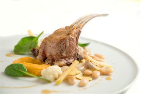 cuisiner des salsifis carré d agneau et ses haricots tarbais savoir cuisiner fr