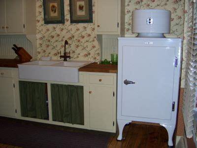 1930s kitchen sink 1930s farmhouse kitchen kitchen sink and refrigerator 1025