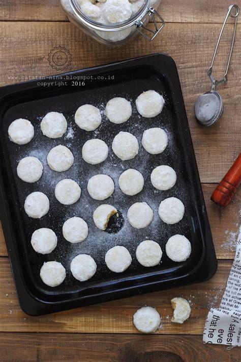 Jika selama ini kue salju terkenal dengan teksturnya yang legit dan lumer, kamu bisa mencoba kreasi lain yang pastinya lebih unik dan. PUTRI SALJU LUMER   Catatan-Nina   Putri salju, Makanan dan minuman, Resep kue