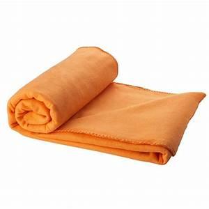 plaid polaire personnalise avec broderie prenom amikado With tapis exterieur avec plaid polaire pour canapé