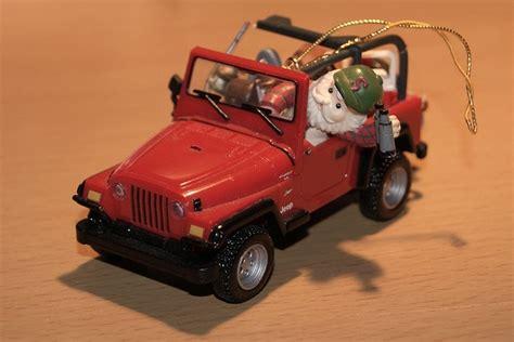 christmas tree jeep enesco jeep wrangler christmas tree ornament by fortfan