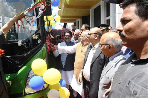 governor union minister flags  electric buses  srinagar