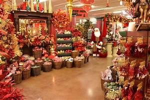 A Christmas Wonderland @ Decorators Warehouse