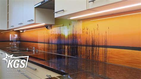 terrassenüberdachung mit glas glas k 252 chenr 252 ckwand mit sonnenuntergang motiv